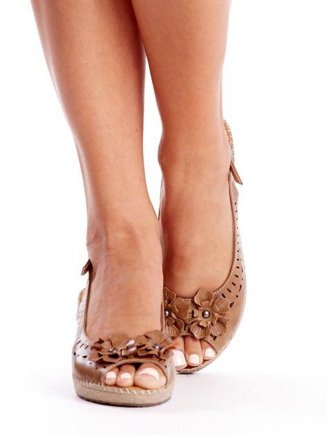 Brązowe sandały na koturnie                               zdj.                              2