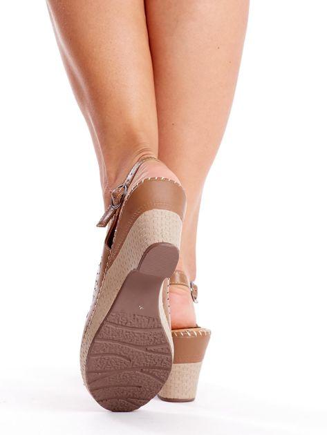 Brązowe sandały na koturnie                               zdj.                              4