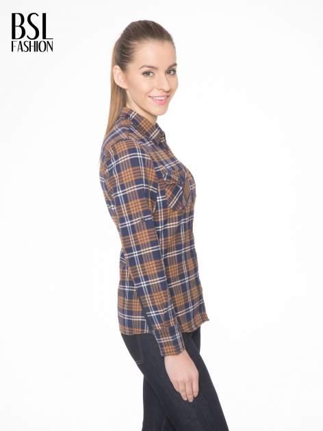 Brązowo-granatowa damska koszula w kratę z kieszonkami i naszywką                                  zdj.                                  3