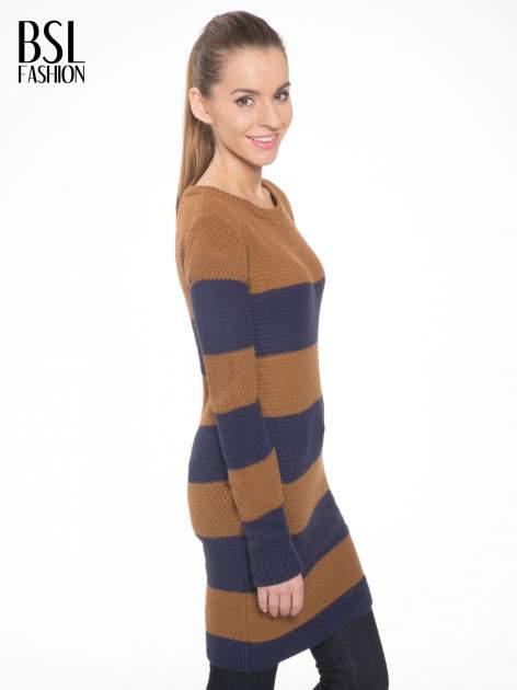 Brązowo-granatowy długi sweter w paski z guziczkami przy ramionach                                  zdj.                                  3