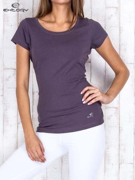 Brązowy damski t-shirt sportowy basic PLUS SIZE                                  zdj.                                  1
