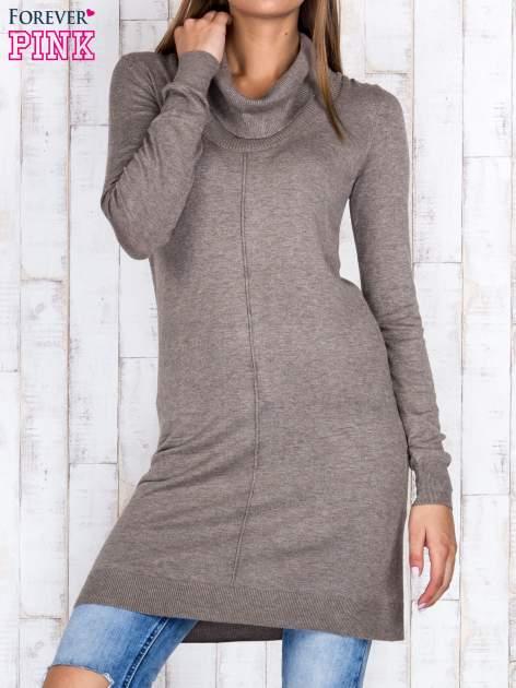 Brązowy długi sweter z golfem i dekoltem w prążki                                  zdj.                                  1