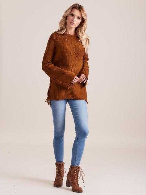 Brązowy luźny sweter ze sznurowaniem i szerokimi rękawami                              zdj.                              4