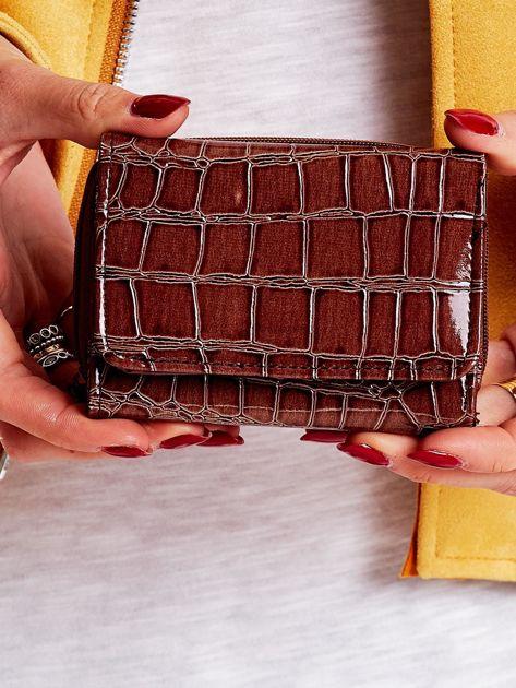 Brązowy portfel damski z motywem zwierzęcej skóry