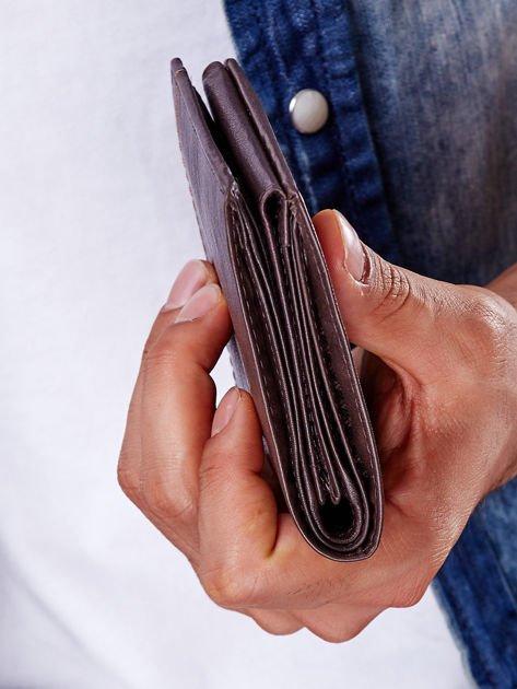 Brązowy portfel męski z przeszyciem                              zdj.                              4