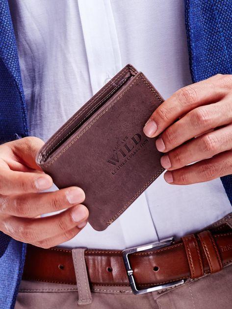 Brązowy portfel męski ze skóry naturalnej na zatrzask                              zdj.                              1