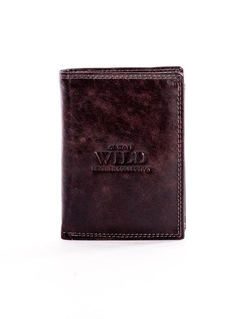Brązowy skórzany portfel z tłoczonym logiem                              zdj.                              1