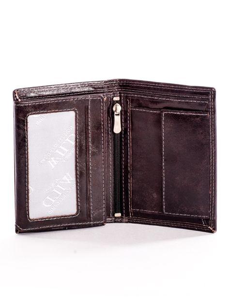 Brązowy skórzany portfel z tłoczonym logiem                              zdj.                              4