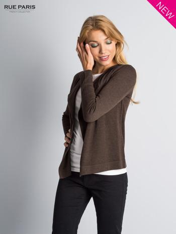 Brązowy sweter narzutka z kaskadowymi bokami                                  zdj.                                  4