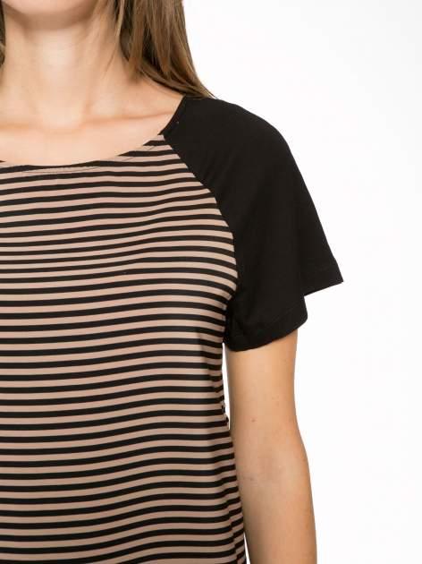 Brązowy t-shirt w paski z reglanowymi rękawami                                  zdj.                                  6