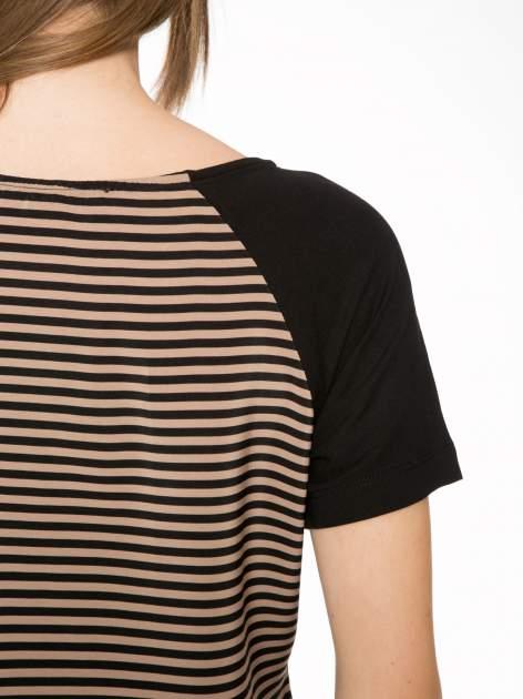 Brązowy t-shirt w paski z reglanowymi rękawami                                  zdj.                                  9