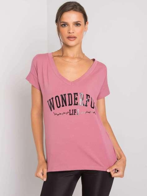 Brudnoróżowy t-shirt z napisem Leila