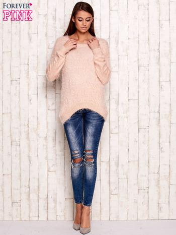 Brzoskwiniowy sweter z długim włosem                                  zdj.                                  2