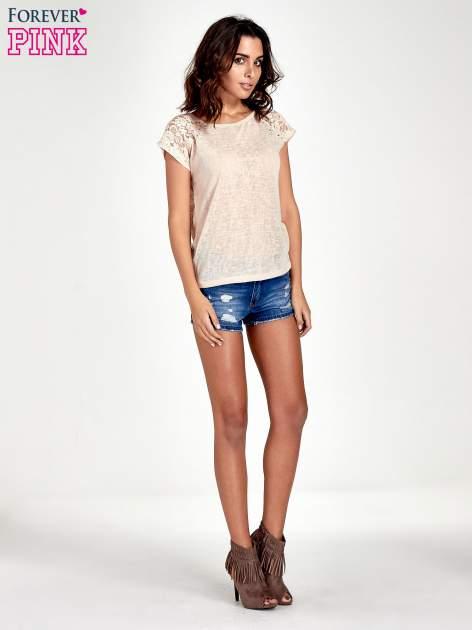 Brzoskwiniowy t-shirt z koronkowymi rękawami i gwiazdkami                                  zdj.                                  7