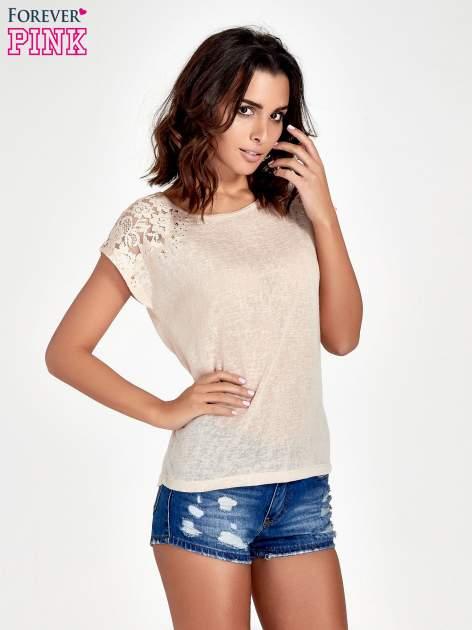 Brzoskwiniowy t-shirt z koronkowymi rękawami i gwiazdkami                                  zdj.                                  1