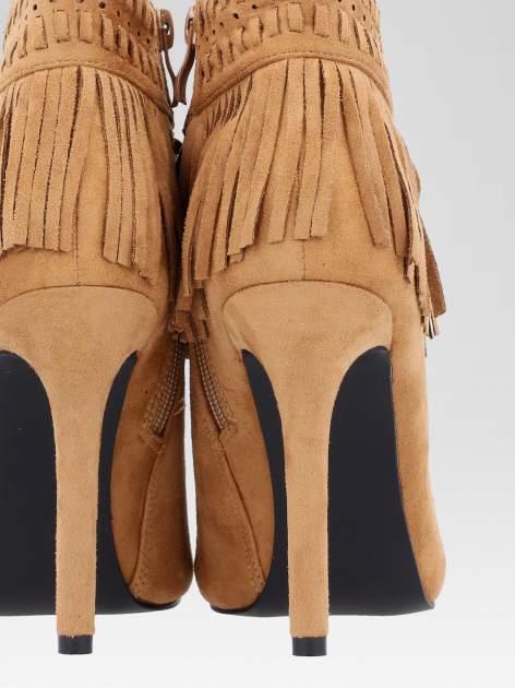 Camelowe botki faux suede Suzie open toe z frędzlami w stylu boho                                  zdj.                                  9