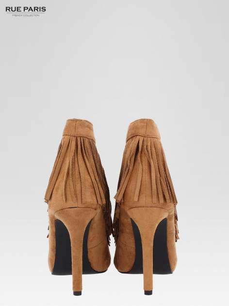 Camelowe sznurowane botki faux suede Lea open toe z frędzlami                                  zdj.                                  4
