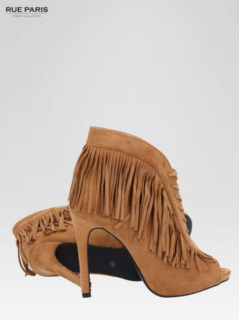 Camelowe sznurowane botki faux suede Lea open toe z frędzlami                                  zdj.                                  5
