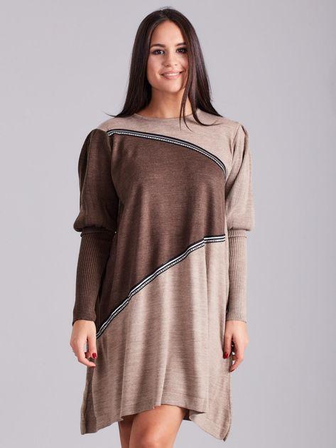 Ciemnobeżowa luźna sukienka z dzianiny                              zdj.                              1