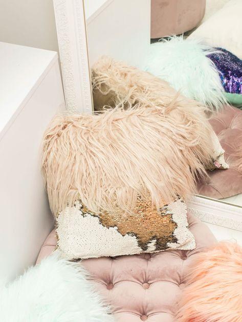 Ciemnobeżowa poduszka z długim włosem i cekinami                              zdj.                              2