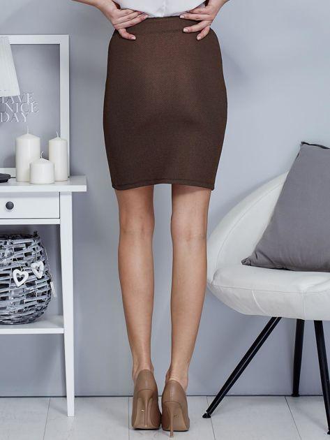 Ciemnobeżowa spódnica w delikatny strukturalny wzór                                  zdj.                                  2