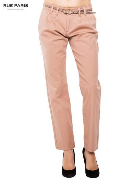 Ciemnobeżowe spodnie z paskiem z lakierowanej skóry                                  zdj.                                  1
