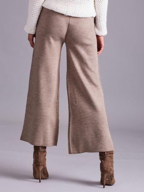 Ciemnobeżowe szerokie spodnie z dzianiny                              zdj.                              2