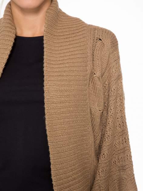 Ciemnobeżowy dziergany sweter typu otwarty kardigan                                  zdj.                                  5