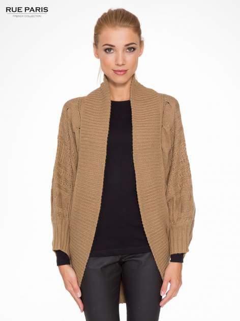 Ciemnobeżowy dziergany sweter typu otwarty kardigan                                  zdj.                                  1