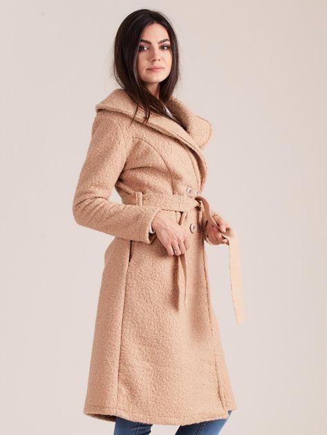 Ciemnobeżowy płaszcz boucle z paskiem                               zdj.                              3