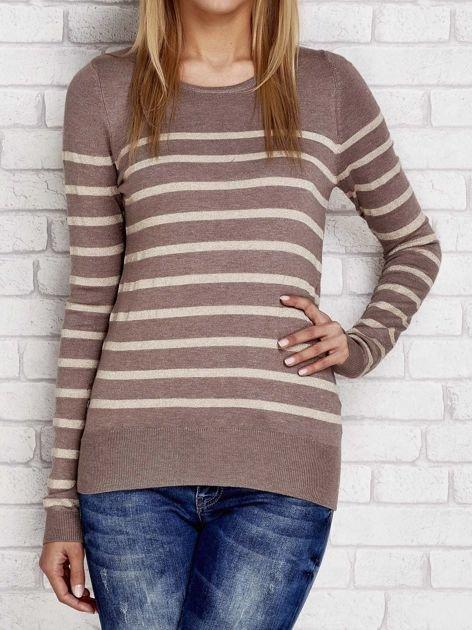 Ciemnobeżowy sweter w paski                              zdj.                              1