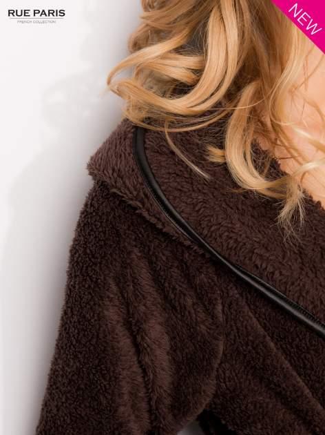 Ciemnobrązowa bluza z kapturem ze skórzanym paskiem i lamówką                                  zdj.                                  6