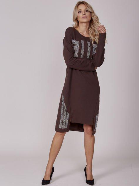 Ciemnobrązowa sukienka z perełkami i dżetami                              zdj.                              4