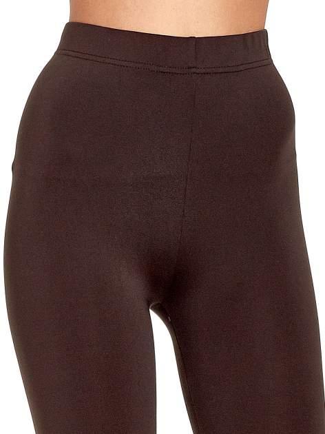 Ciemnobrązowe legginsy basic z lekkim ociepleniem                                  zdj.                                  5