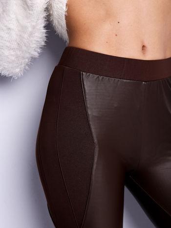 Ciemnobrązowe legginsy modelujące ze skórzanymi panelami                                  zdj.                                  7