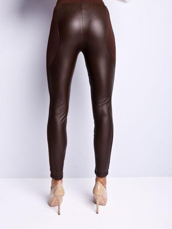 Ciemnobrązowe legginsy modelujące ze skórzanymi panelami                                  zdj.                                  8