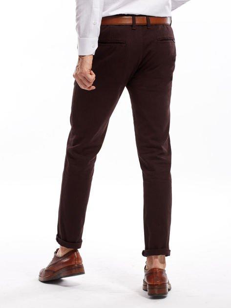 Ciemnobrązowe spodnie męskie chinos                                  zdj.                                  2