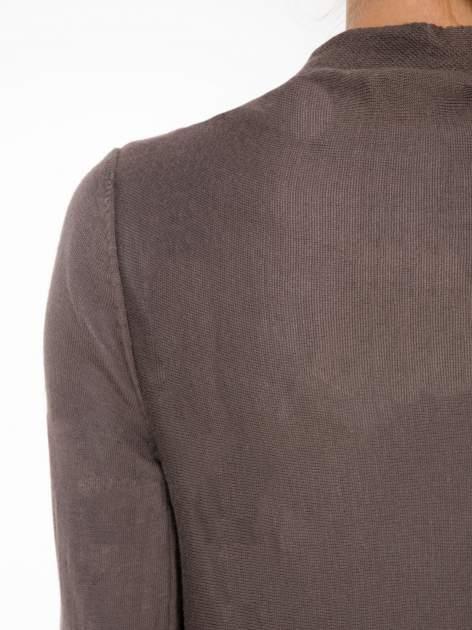 Ciemnobrązowy otwarty sweter z kaskadowymi bokami                                  zdj.                                  7
