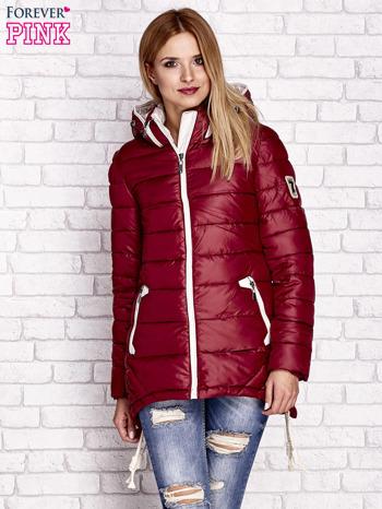 Ciemnoczerwona pikowana kurtka z kontrastowymi suwakami                                  zdj.                                  1