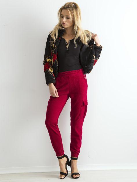 Ciemnoczerwone sztruksowe spodnie z kieszeniami cargo                              zdj.                              4