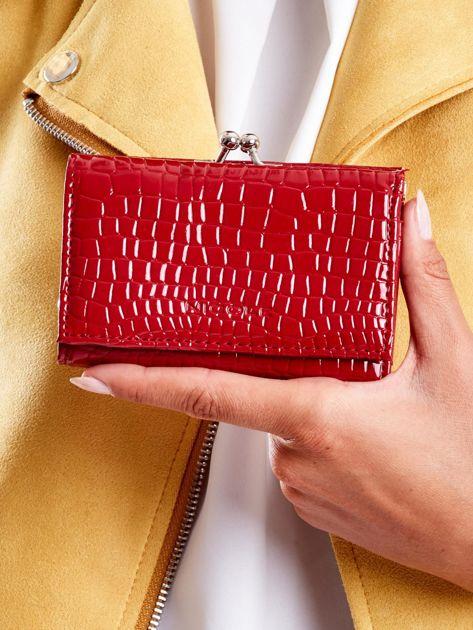 Ciemnoczerwony portfel z biglem