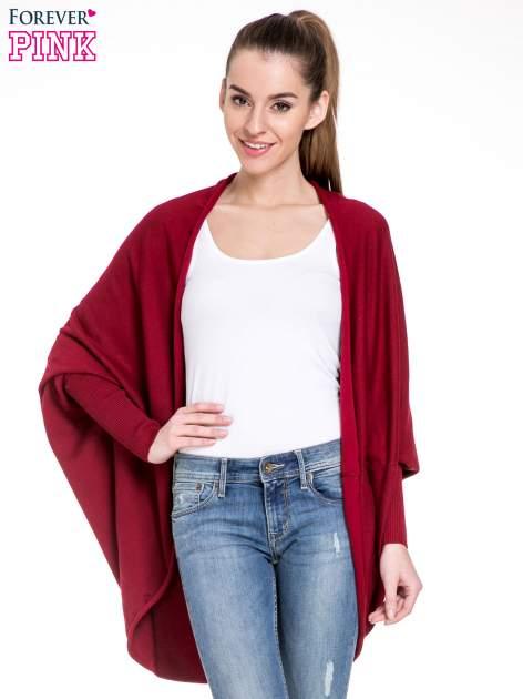 Ciemnoczerwony sweter narzutka z nietoperzowymi rękawami