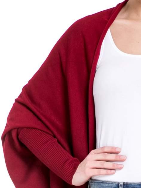 Ciemnoczerwony sweter narzutka z nietoperzowymi rękawami                                  zdj.                                  3