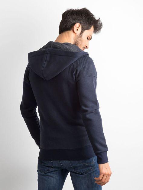 Ciemnogranatowa bawełniana bluza męska z kapturem                              zdj.                              2