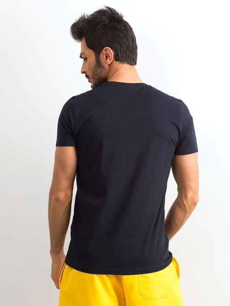Ciemnogranatowa bawełniana koszulka męska z nadrukiem                              zdj.                              2