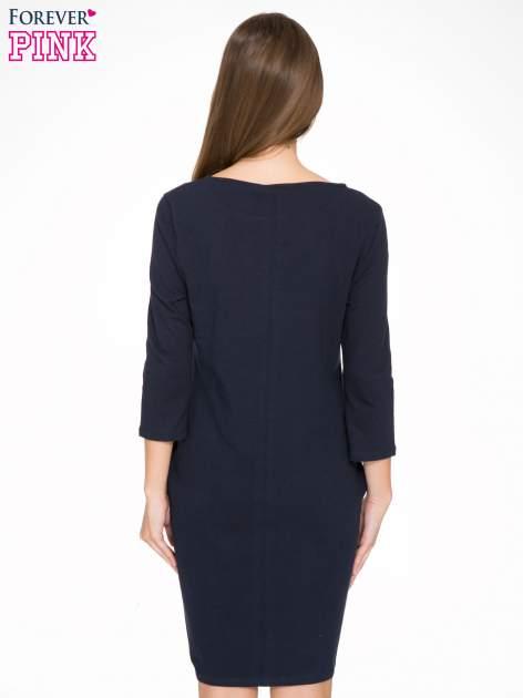 Ciemnogranatowa dresowa sukienka z kieszeniami po bokach                                  zdj.                                  4