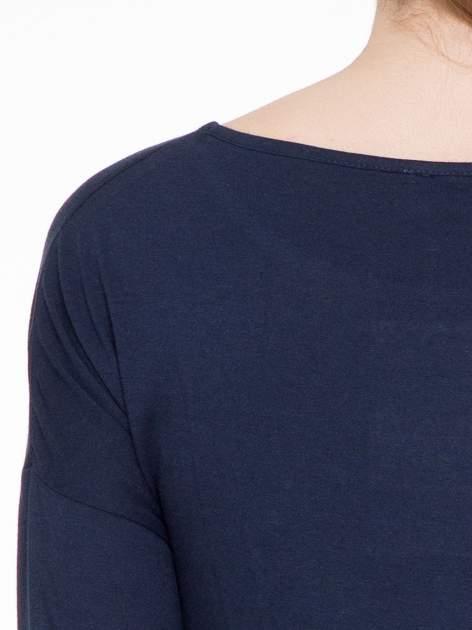 Ciemnogranatowa luźna bluzka z rękawem 3/4                                  zdj.                                  5