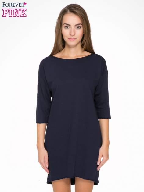 Ciemnogranatowa sukienka oversize z surowym wykończeniem                                  zdj.                                  1