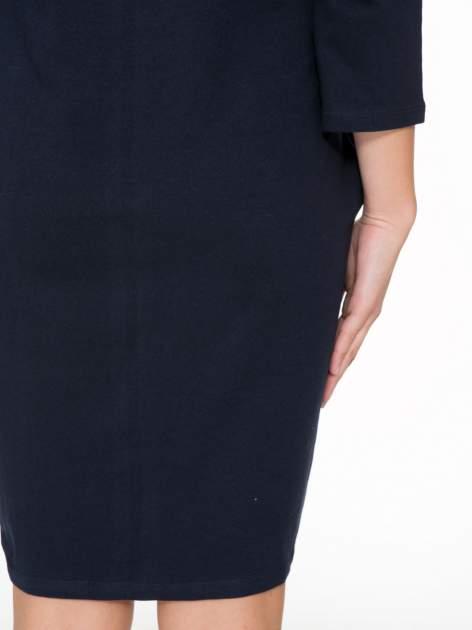 Ciemnogranatowa sukienka oversize z surowym wykończeniem                                  zdj.                                  9