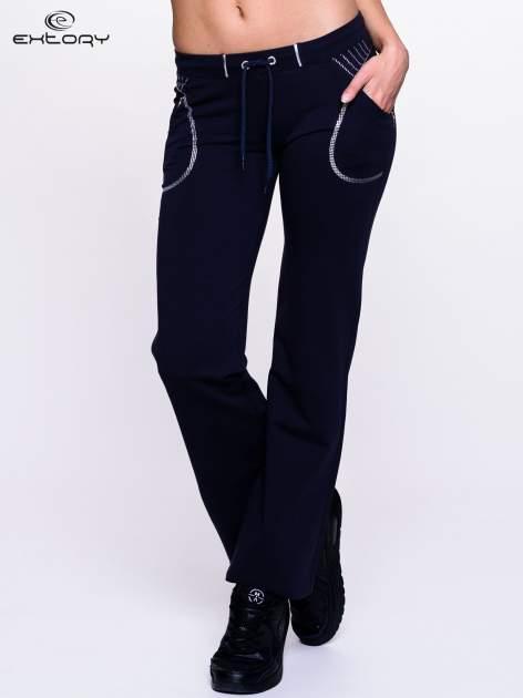Ciemnogranatowe spodnie dresowe z siateczką                                  zdj.                                  1